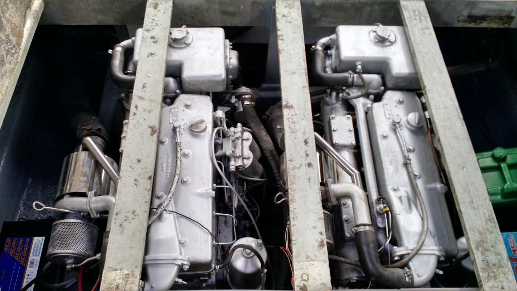 Motores Mercedes totalmente revisados. Instalação elétrica nova com fiação marinizada